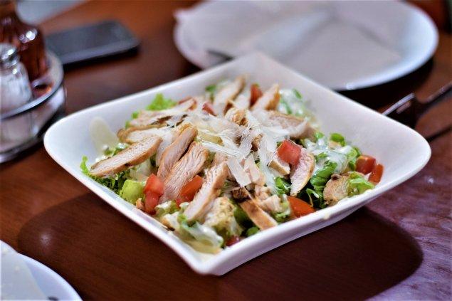 Caesar-Salat mit Hähnchen