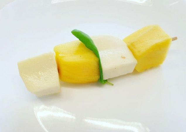 Mango-Mozzarella-Spieß