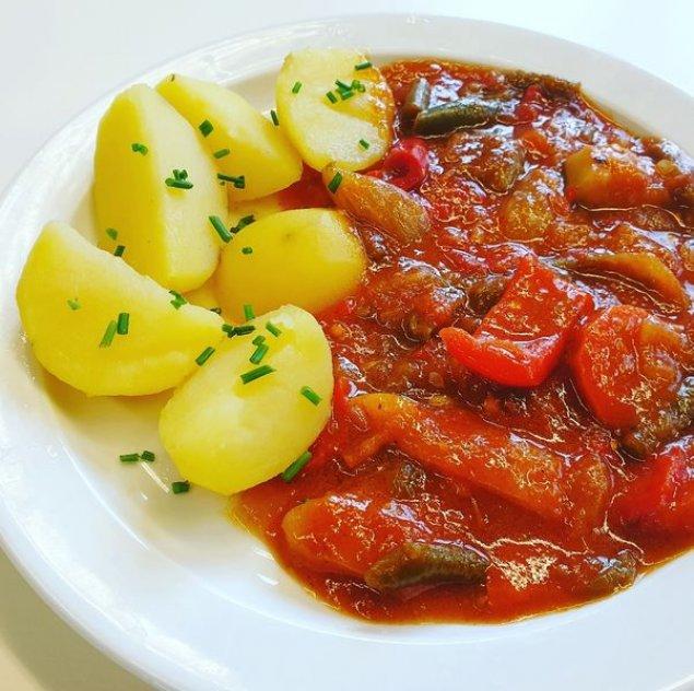 Gemüse-Gulasch mit Kartoffeln