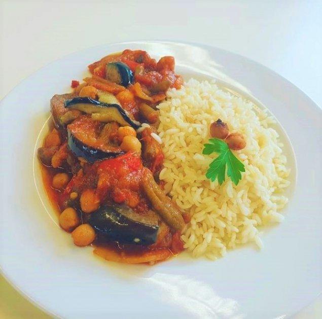 Kichererbsen-Gemüse-Ragout mit Reis