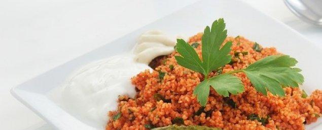 Couscous-Salat mit Joghurtsauce