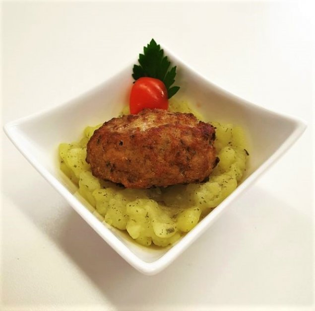 Mini Fleischpflanzerl auf Kartoffelsalat