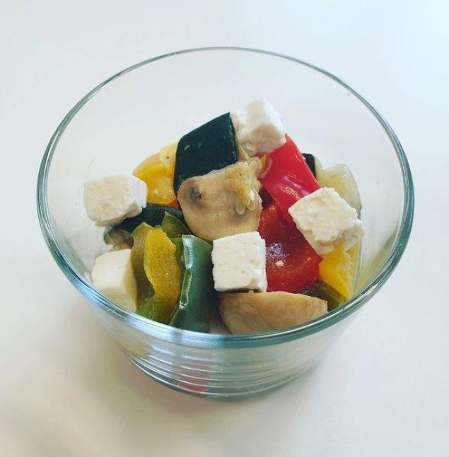 Mini Antipasti-Salat mit Feta